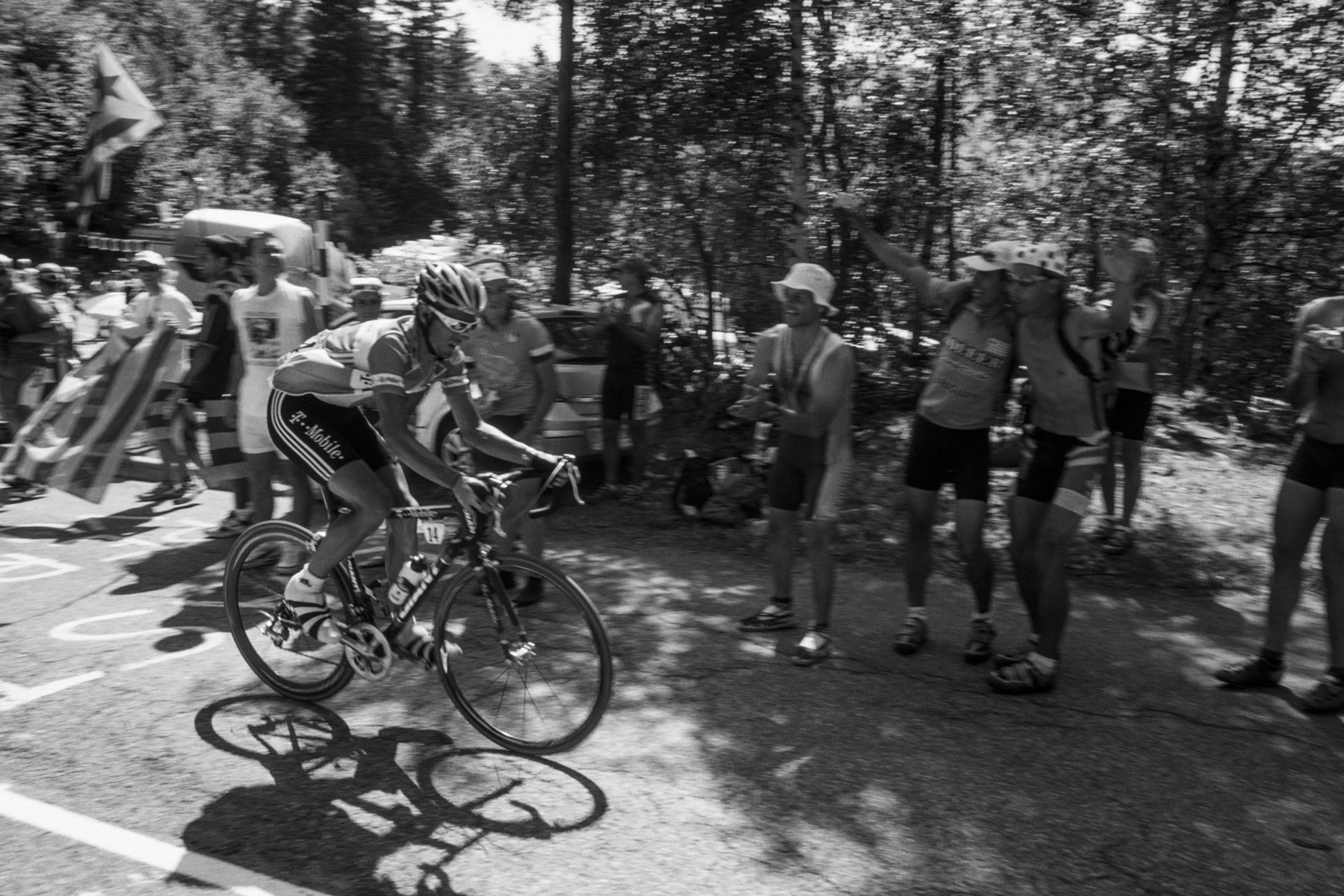 Tour de France 2005, Due to an unfortunate accident, Andreas Klöden is unable to finish the Tour. Andreas Klöden doit renoncer à cause d'un accident. Andreas Klöden muss wegen eines Unfalls aufgeben. Andreas Klöden tiene que abandonar el tour a causa de un accidente.