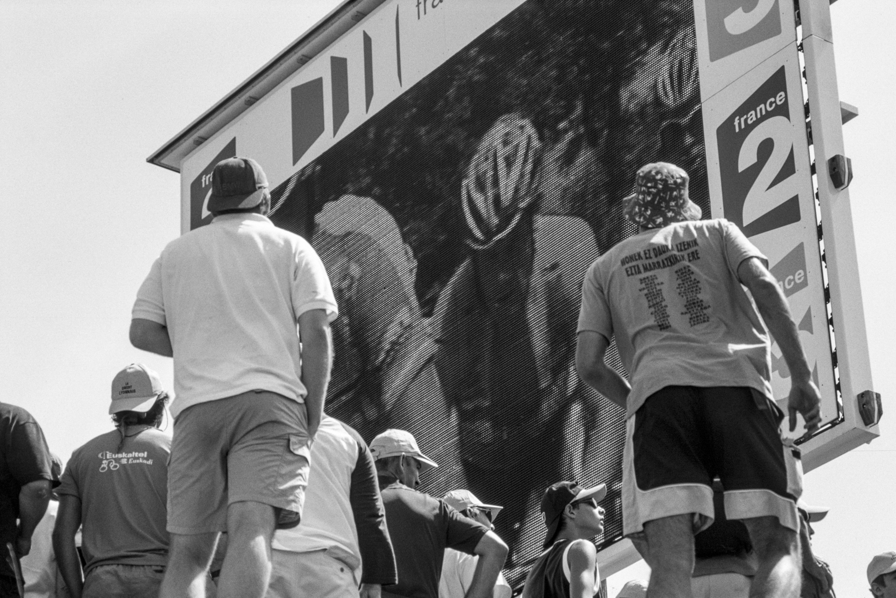Tour de France 2005 Follow the Tour on the big screen and don't miss a moment. Pour ne rien manquer du Tour, on a les yeux rivés sur les écrans géants. Public Viewing während der Tour – bloß keinen Moment verpassen. Para no perderse ni un momento, los adminadores siguen los acontecimientos desde pantallas gigantes.