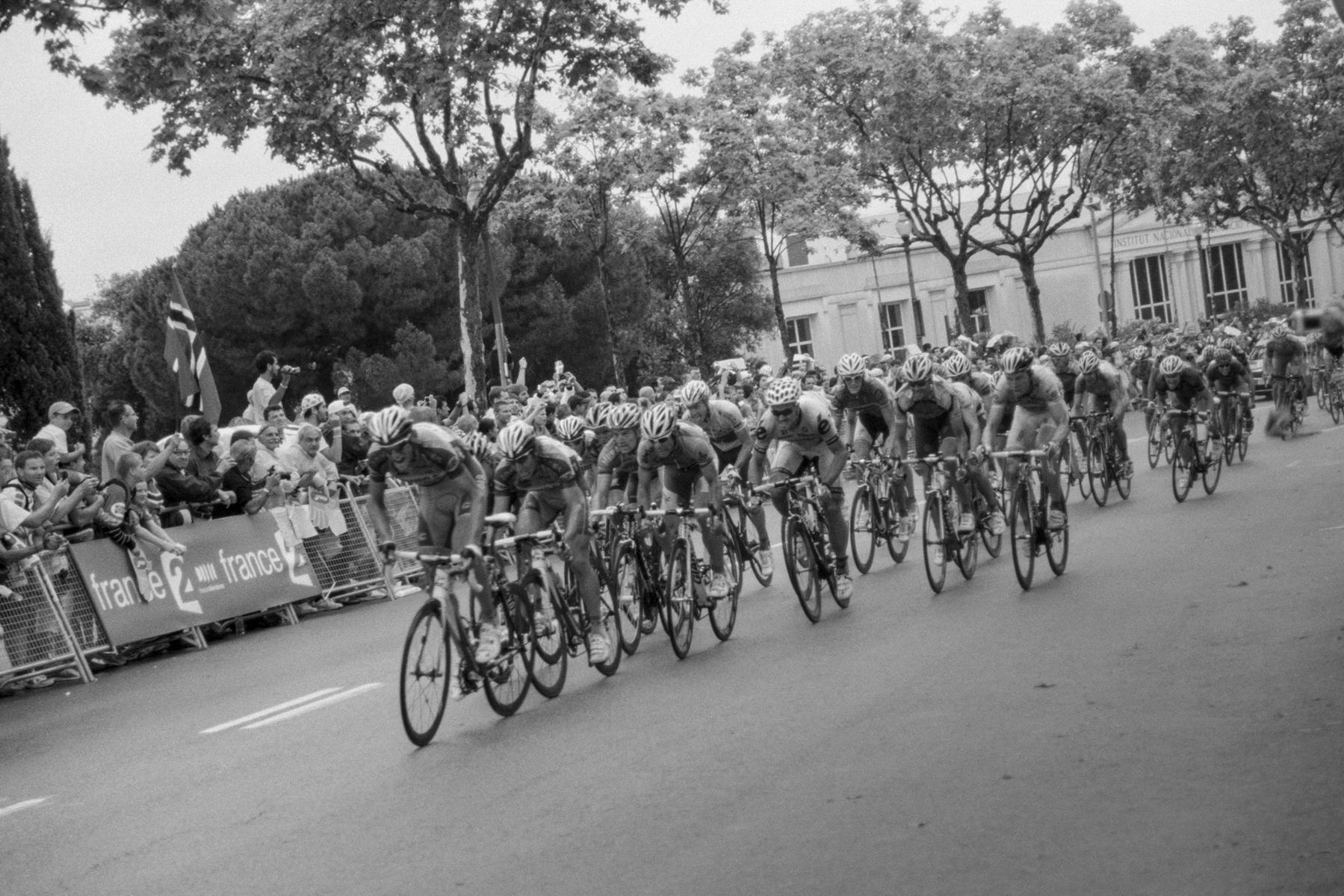 Le Tour de France 2009 Arrival after 181.5 km of cycling from Girona to Barcelona. Arrivée à Barcelone après 181,5 km de course depuis Girone. Ankunft nach 181,5 km Radrennen: von Girona nach Barcelona. Llegada después de 181,5 km: de Girona a Barcelona.
