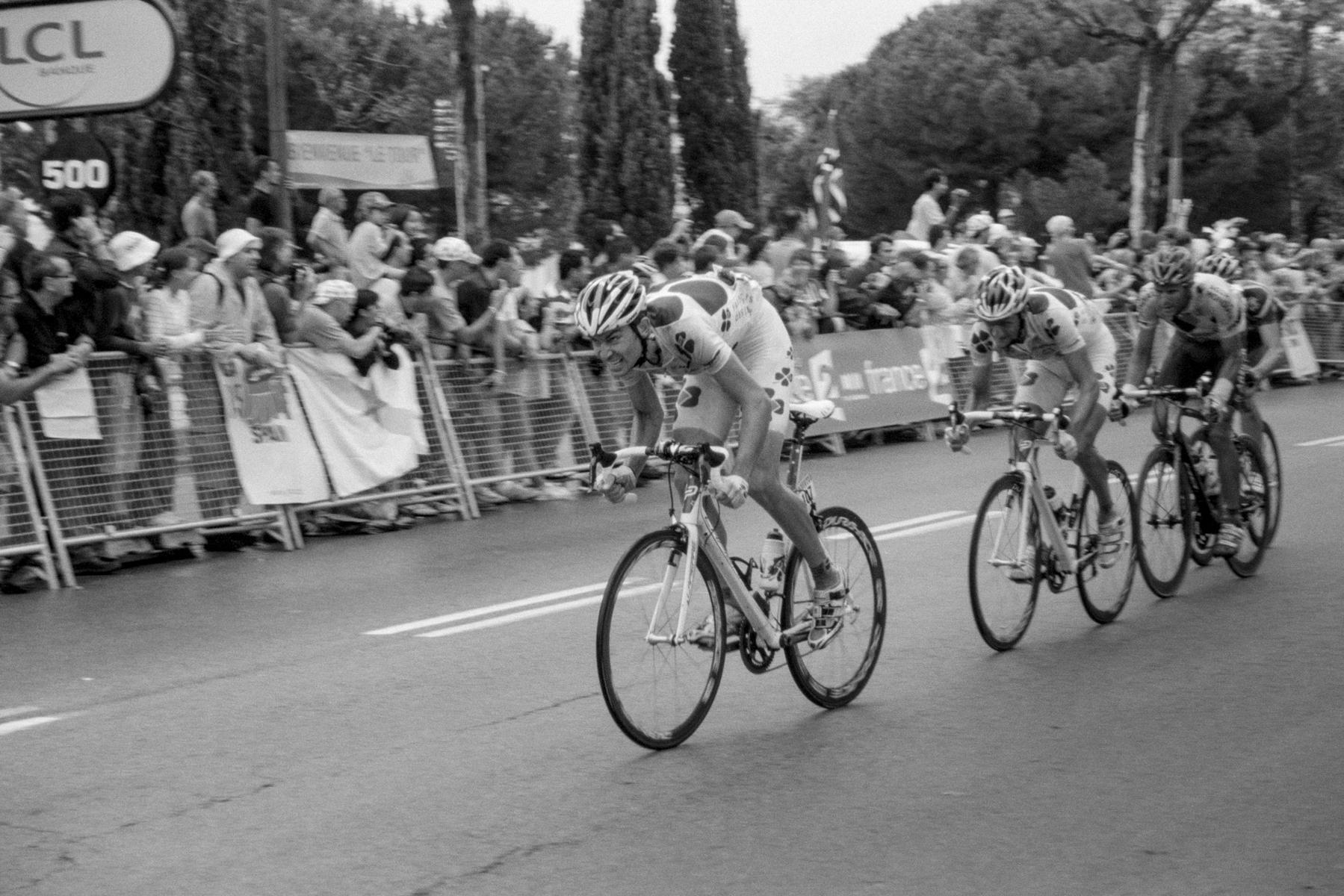 Le Tour de France 2009 Jérémy Roy from team Française des Jeux on his last meters. Jérémy Roy, de l'équipe La française des Jeux, sur ses derniers mètres. Jérémy Roy, Team Française des Jeux, auf den letzten Metern. Jérémy Roy del equipo Française des Jeux en sus últimos metros.