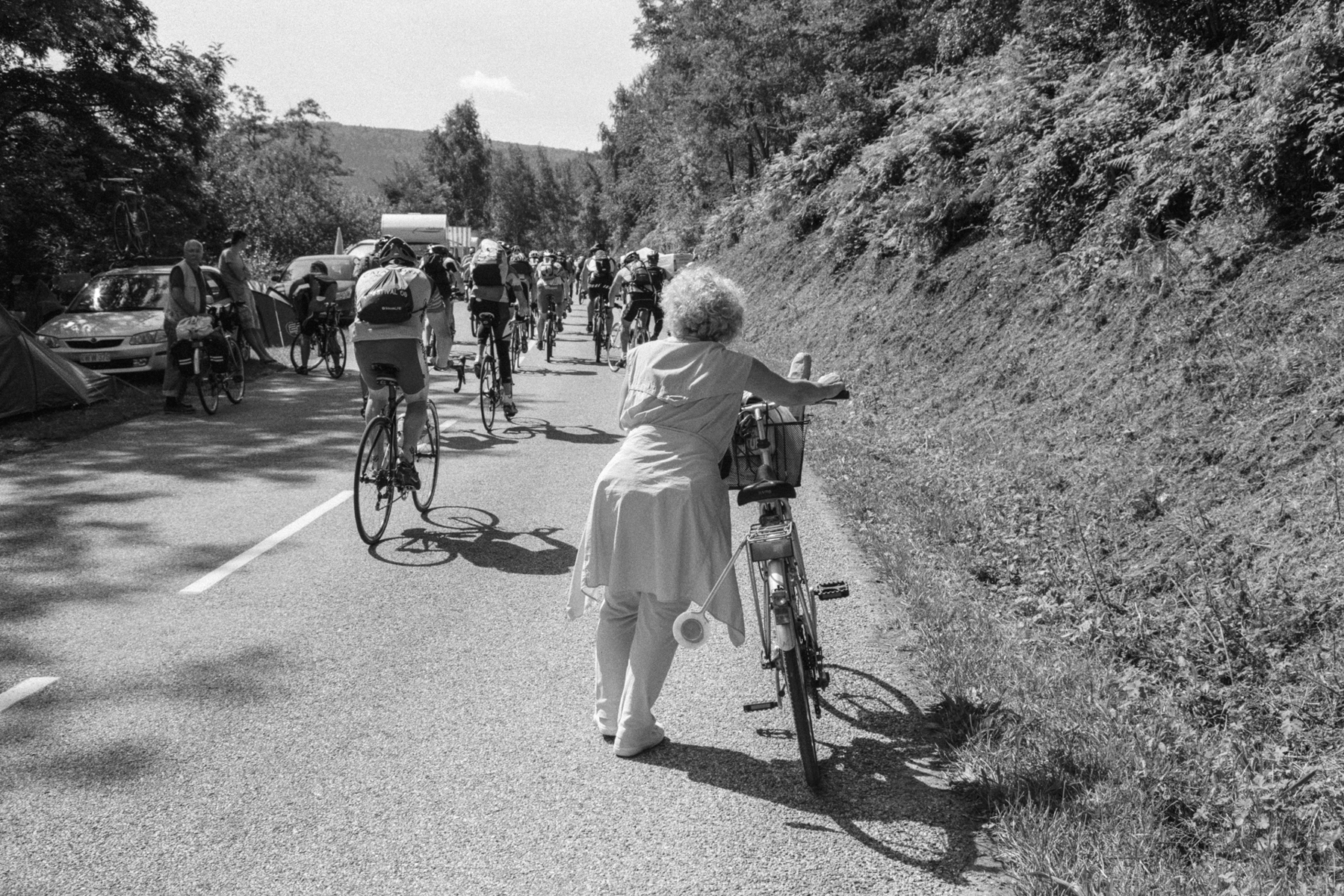 Le Tour de France 2011 You had better bring something to eat. Il vaut mieux apporter quelque chose à manger. Am Besten, man bringt etwas zu Essen mit. Una buena idea: llevarse algo de comer.